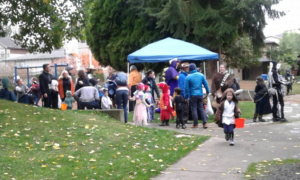 Hundreds come out for Halloween event